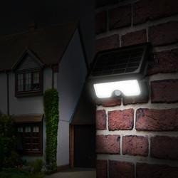 Luceco 5W Solar Guardian PIR Floodlight IP65