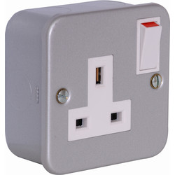Axiom Metal Clad Switched Socket 1 Gang