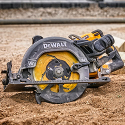 DeWalt54V XR FlexVolt 190mm High Torque Circular Saw