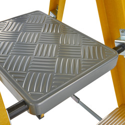 Werner Fibreglass Platform Step Ladder