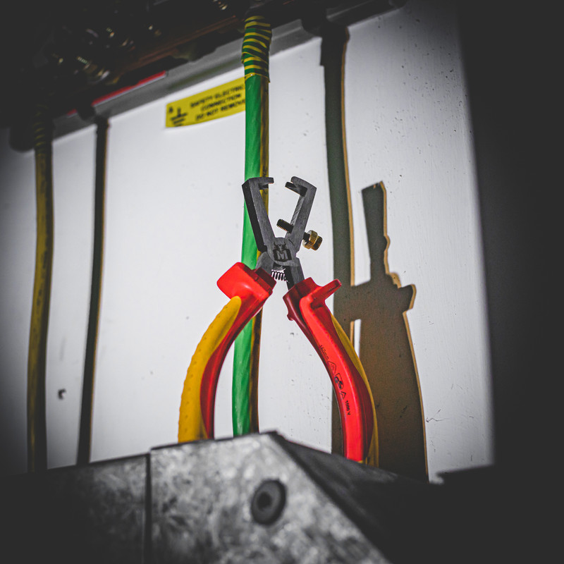 Minotaur VDE Wire Stripping Plier