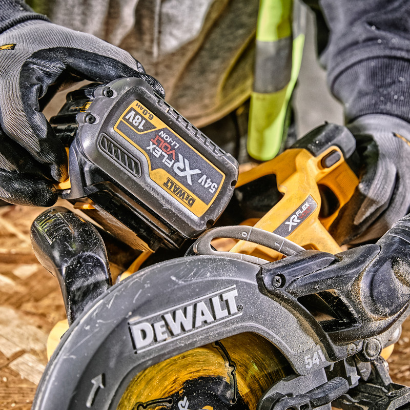 DeWalt 54V XR FlexVolt 190mm High Torque Circular Saw