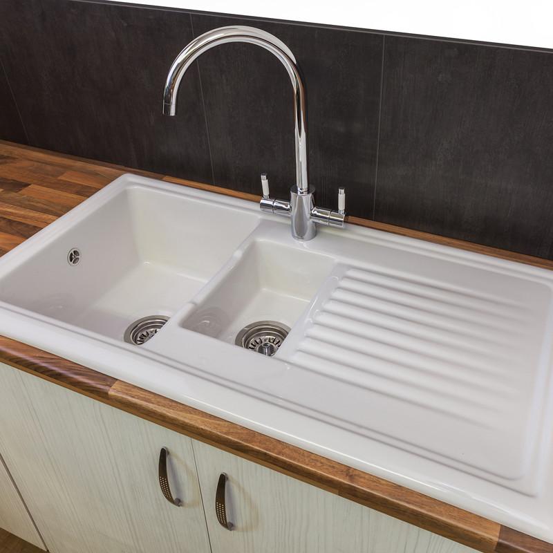 Reginox 1 1/2 Bowl Ceramic Kitchen Sink & Drainer White