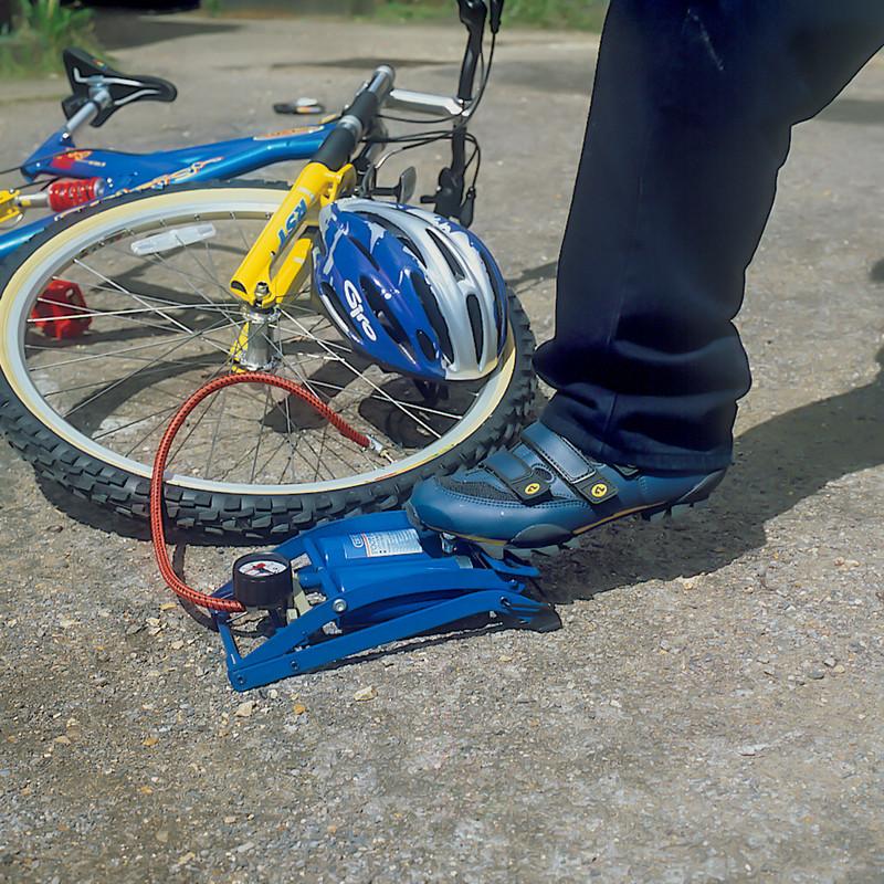 Draper Twin Cylinder Foot Pump & Gauge