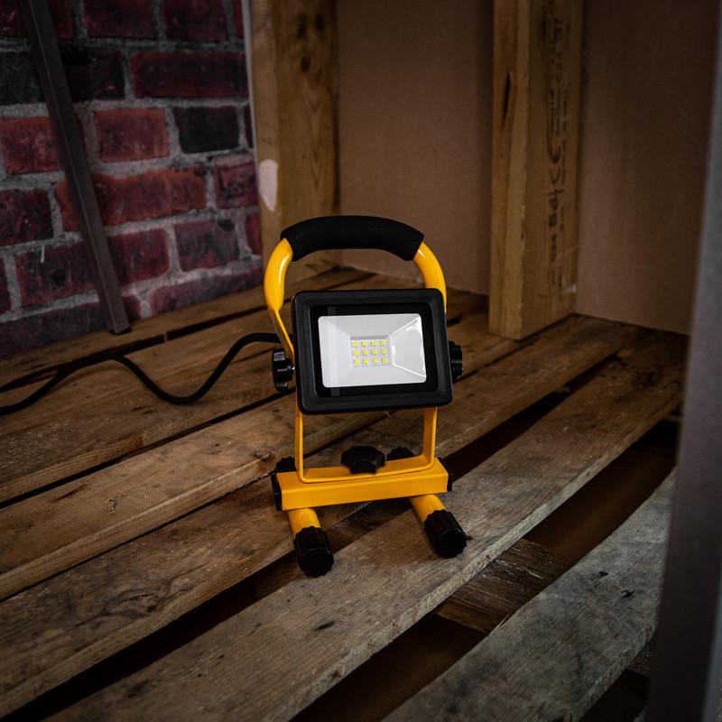 240V LED Portable Work Light IP65
